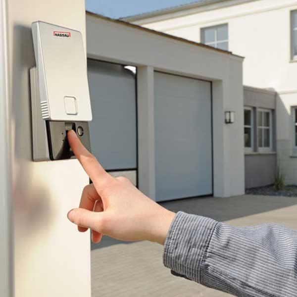 fingerscanner til at åbne garageport