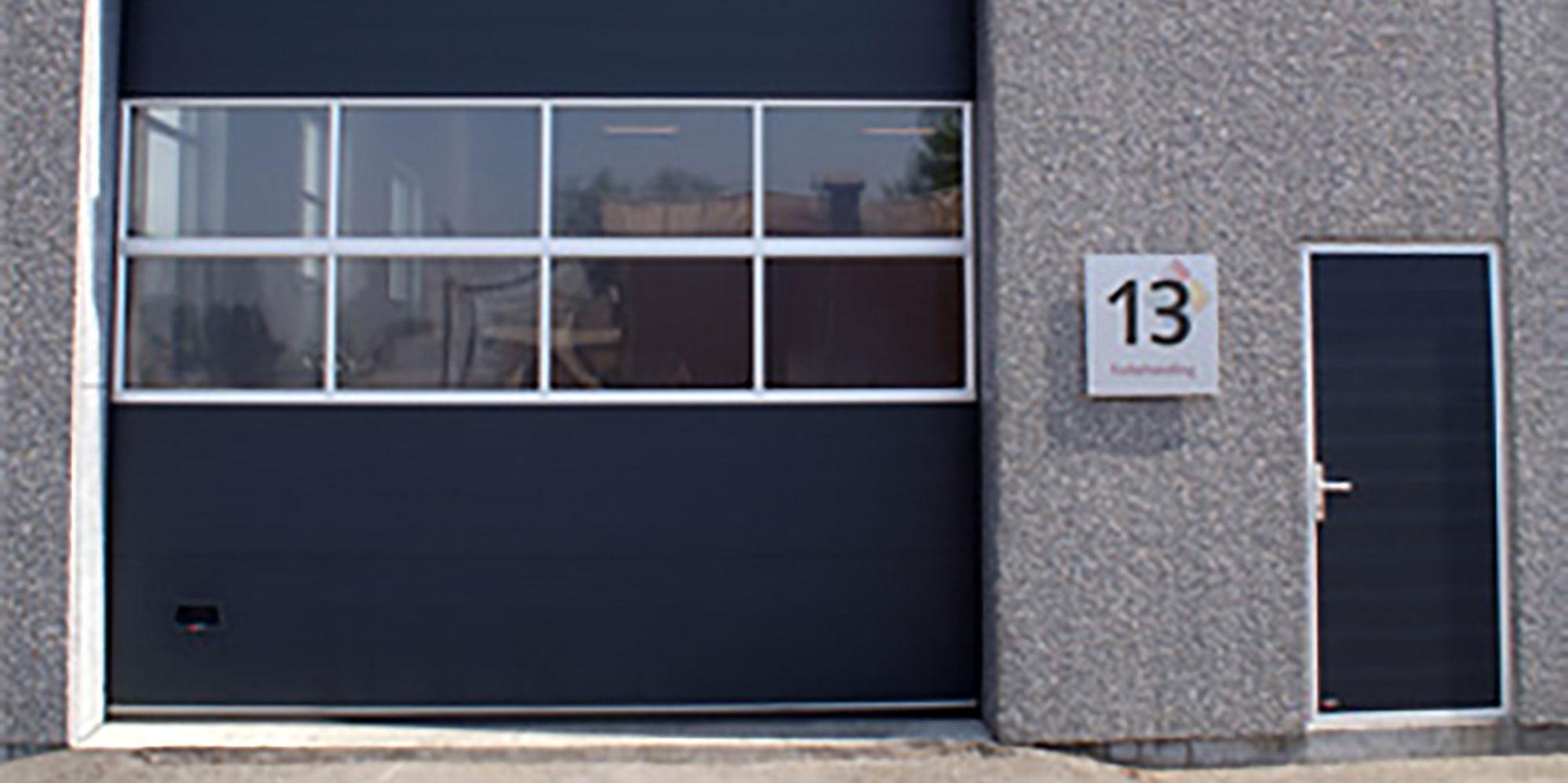 billige døre til facade fra NASSAU industriporte