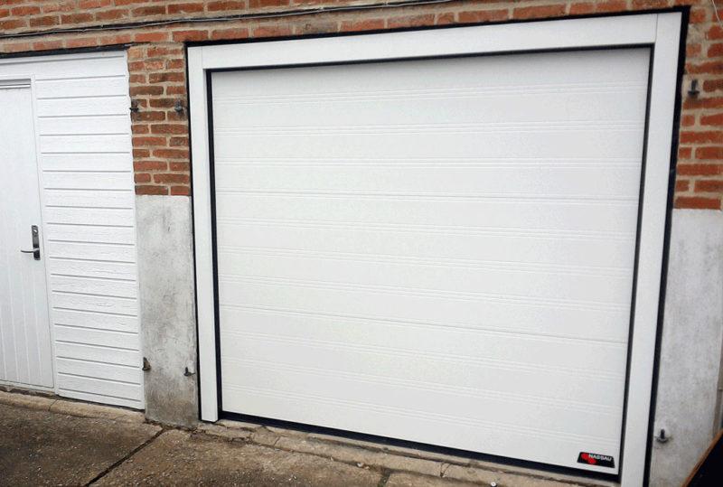 NASSAU Garageport i hvid m. stålkarmsæt