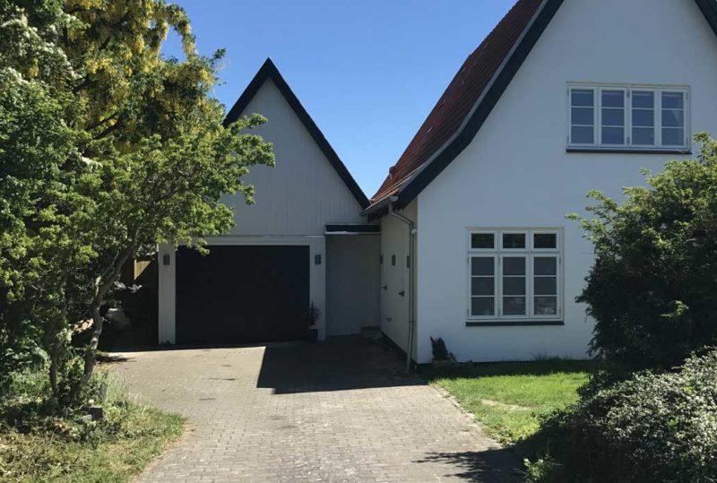 Sort NASSAU Classic Garageport hvidt hus