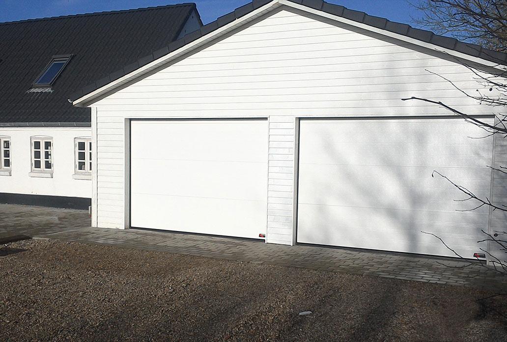 2 Hvide NASSAU Classic Garageporte