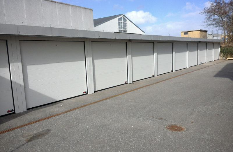 NASSAU Garageporte m. inddækninger og karm