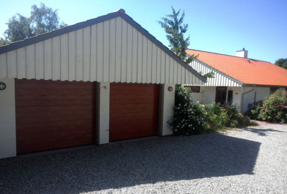 Svenskrøde NASSAU Woodgrain Garageporte