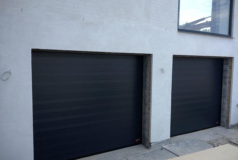 sort dobbelt garageport i sable granit