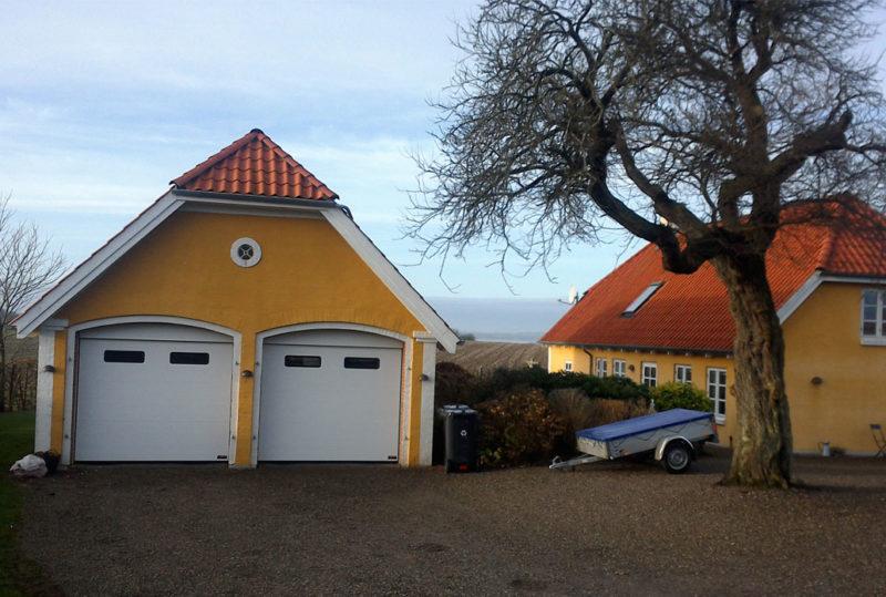 2 Hvide Classic Garageporte med rude