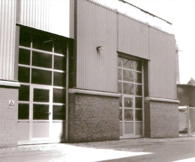 Nassau Door's første ledhejseporte var grundmodellerne 1000 (foto) og 2000. Ud fra disse blev de senere portmodeller udviklet.