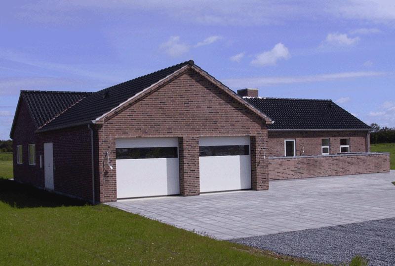 Hvide NASSAU garageporte med panorama vindue